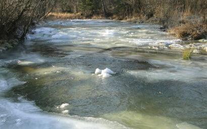 Rzeka Bełcza skuta lodem 1