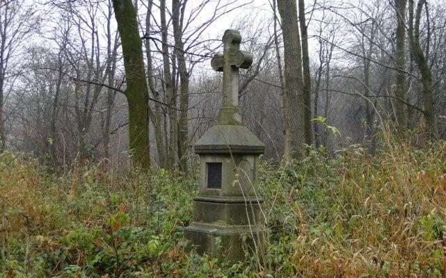 Dzień Zaduszny na starym, łemkowskim cmentarzu w Lipowcu...