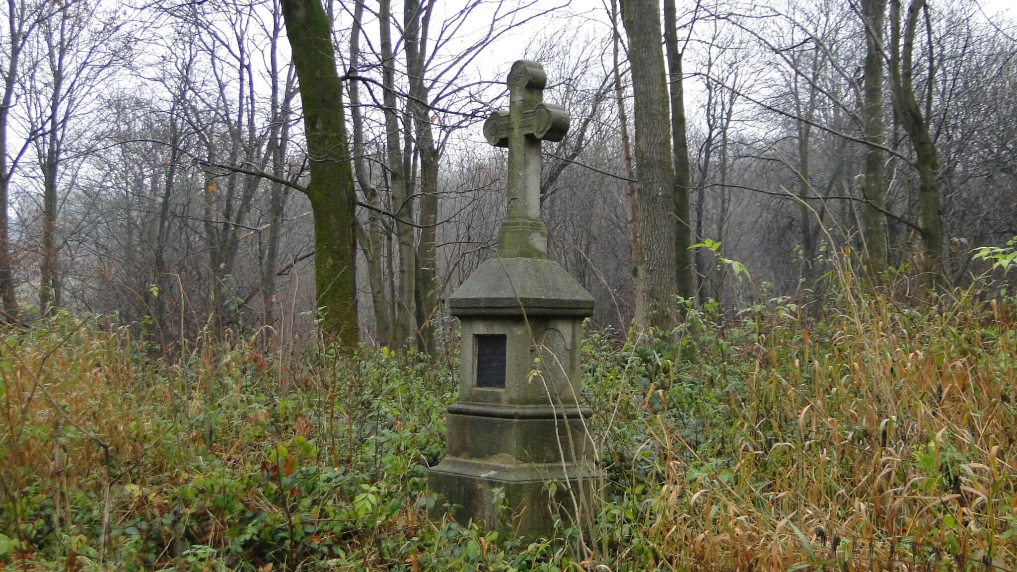 Dzień Zaduszny nastarym, łemkowskim cmentarzu wLipowcu...