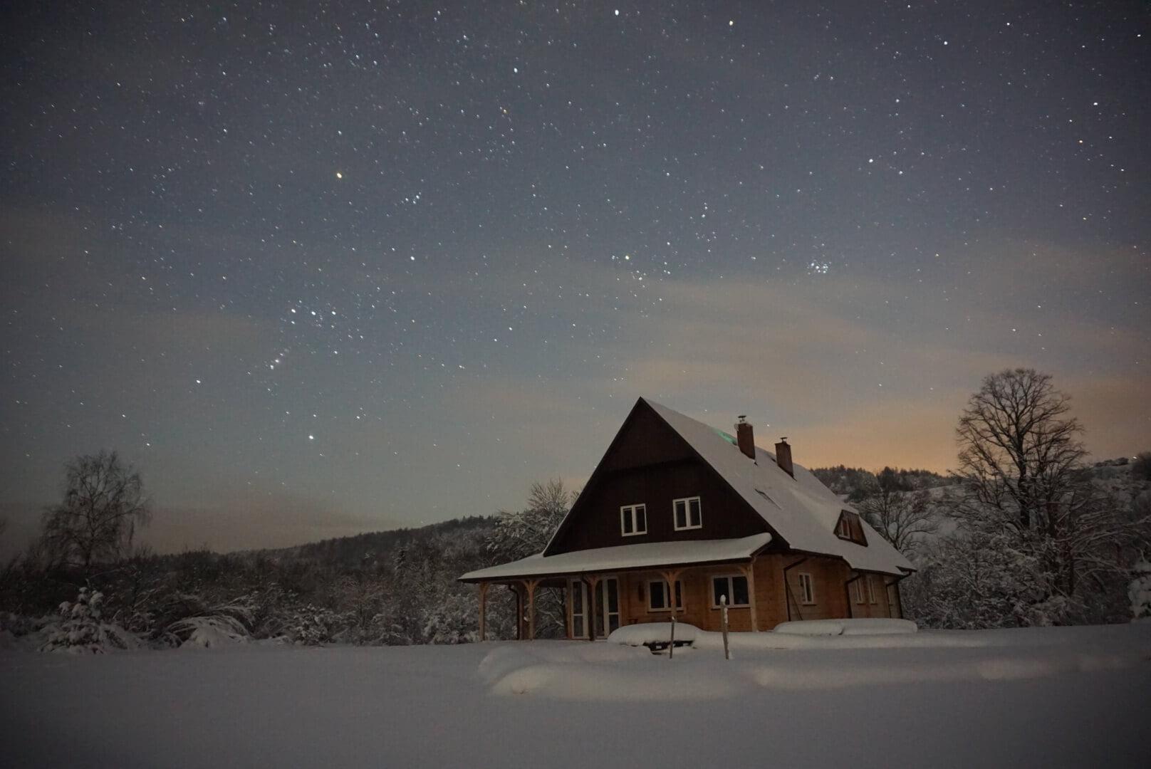 Nocne, zimowe niebo wfotografii Adama 3