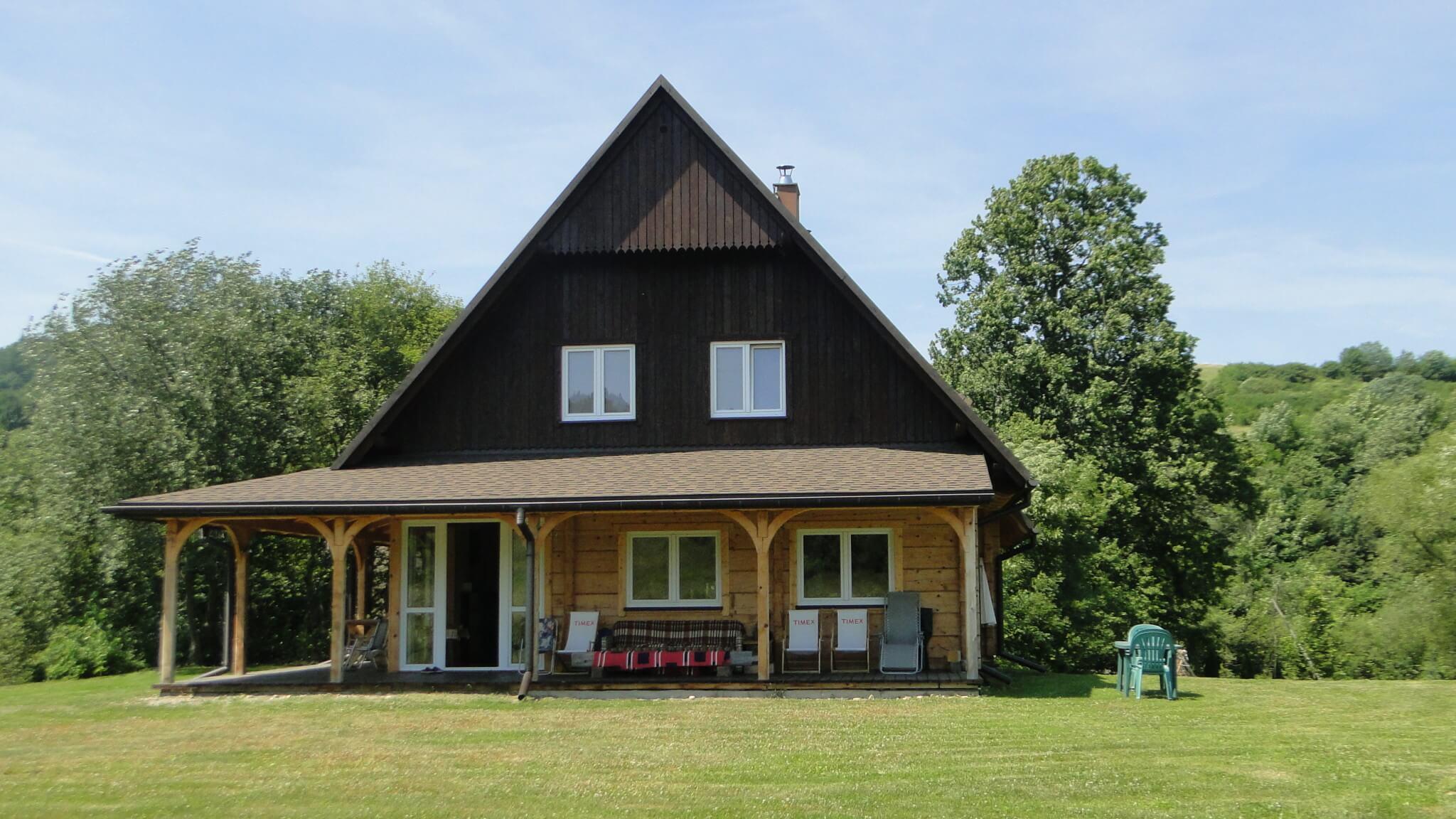 W lipcu - schronienie pod starą lipą w Lipowcu 4