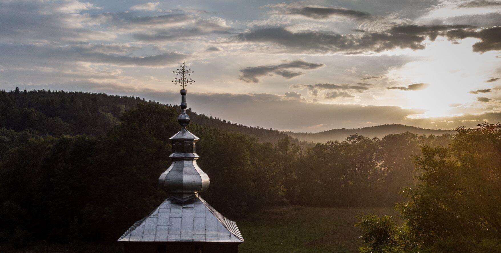 Dzwonnica w Polanach Surowicznych odbudowana! 1